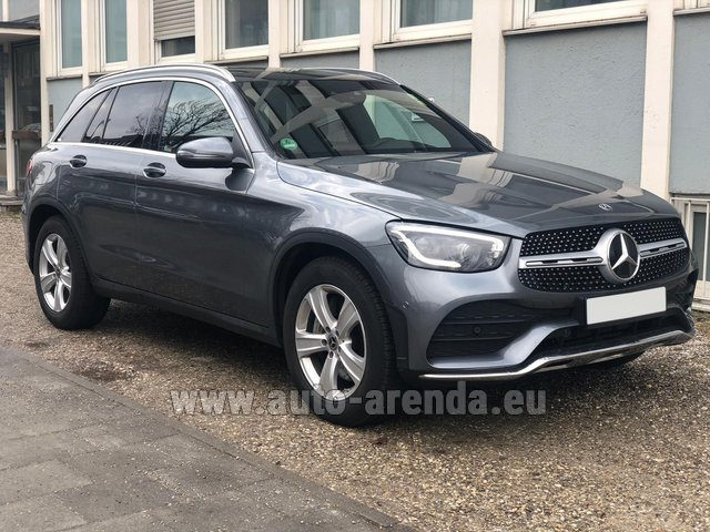 Rental Mercedes-Benz GLC 220d 4MATIC AMG equipment in Cagnes-sur-Mer