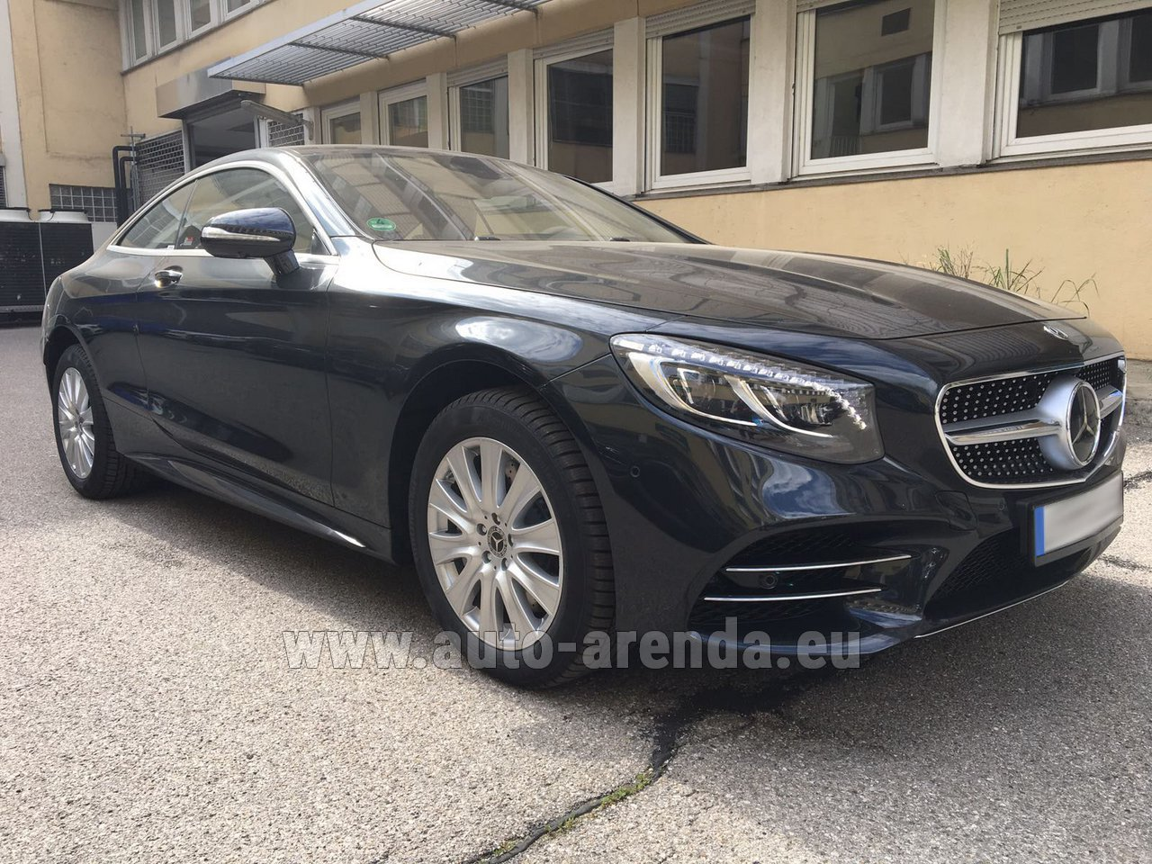 Cavalaire sur mer mercedes benz s class s 560 4matic coupe for Mercedes benz rental prices