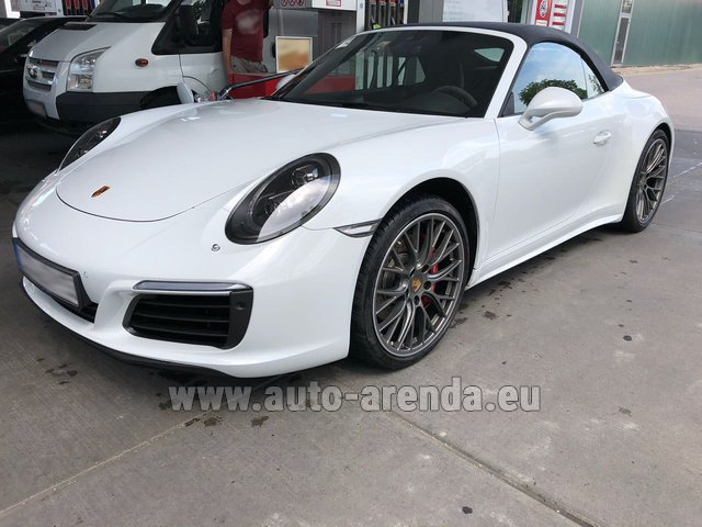 Rental Porsche 911 Carrera Cabrio White in Menton